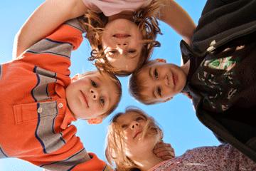 Kinder im Kreis
