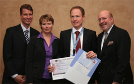 Bild (v.l.n.r.): Dr. Berndt von Stritzky, sanofi-aventis; Dr. Regina Pfeiffer, sanofi-aventis; Dr. Tobias Geisler, Tübingen; Prof. Diethelm Tschöpe, Bad Oeynhausen